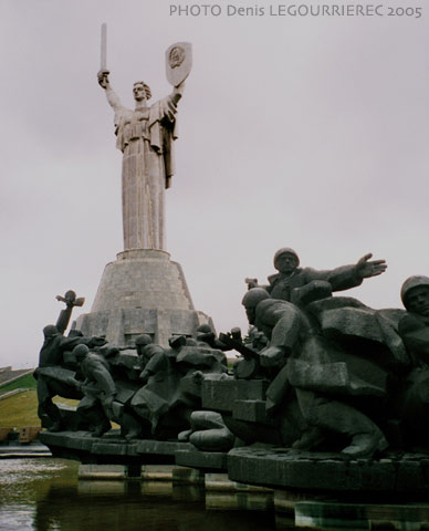 kiev statue of the motherland