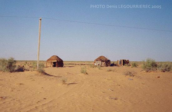 Yurts in the Kyzylkum desert more deserts photosKyzylkum Desert