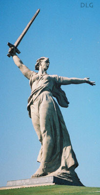 statue of motherland volgograd