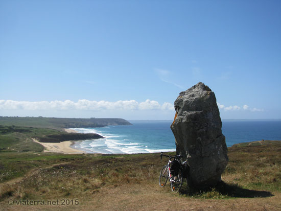 menhir lostmarch plage palue